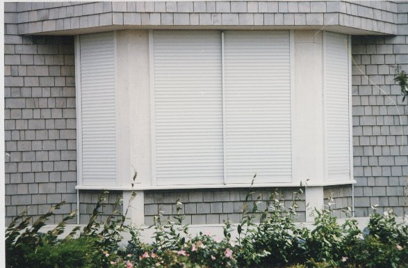 Electronic hurricane shutters